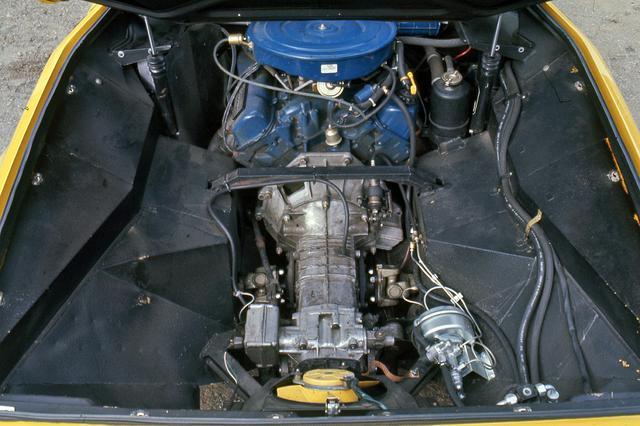 画像: フォード製5.8LのV8は47.5kgmのビッグトルクが自慢。加速感は強烈だが、大味な印象だ。