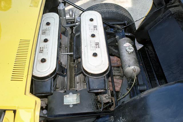 画像: ウエーバー40IDLキャブレターを4連装する4LのV12DOHCエンジンは、350ps~385psまで年々パワーアップしていった。