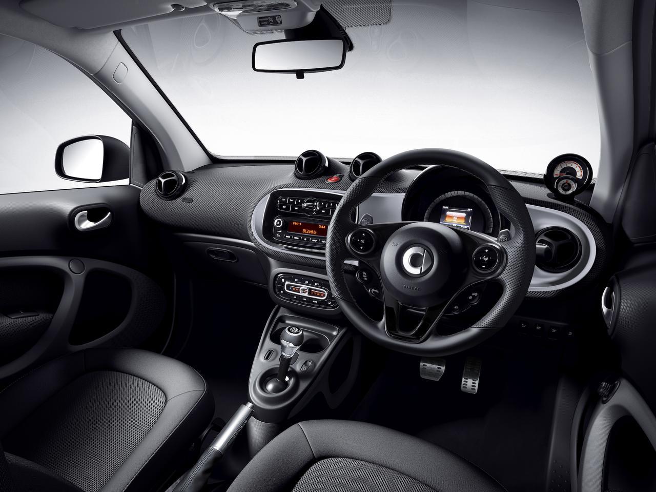 Images : 4番目の画像 - 「smart最後のガソリンモデル! 特別仕様車「スマートfortwo ブラックシルバーエディション」「スマートcabrio ホワイトブラウンエディション」発売」のアルバム - Webモーターマガジン
