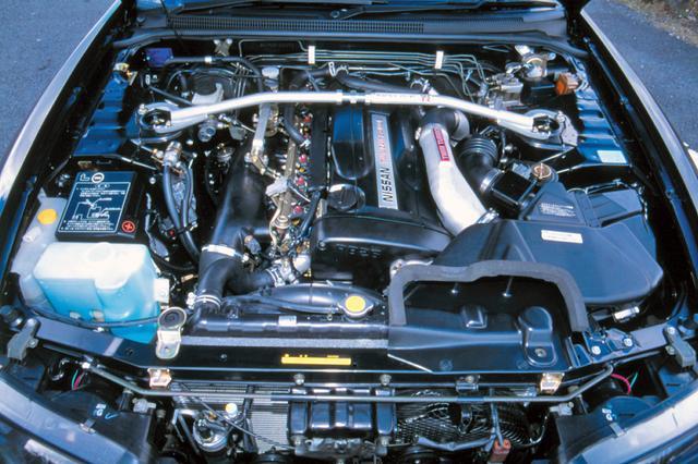 画像: 過給圧を0.82barにアップしてトルクを太くした。ECUはR32の8ビットから16ビットに変更してエンジンを綿密に制御。
