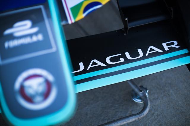 画像: シーズン3からワークス参戦を開始したジャガー。本格的な参戦で、このあたりから自動車メーカーの力の入れ方が変わってきた。
