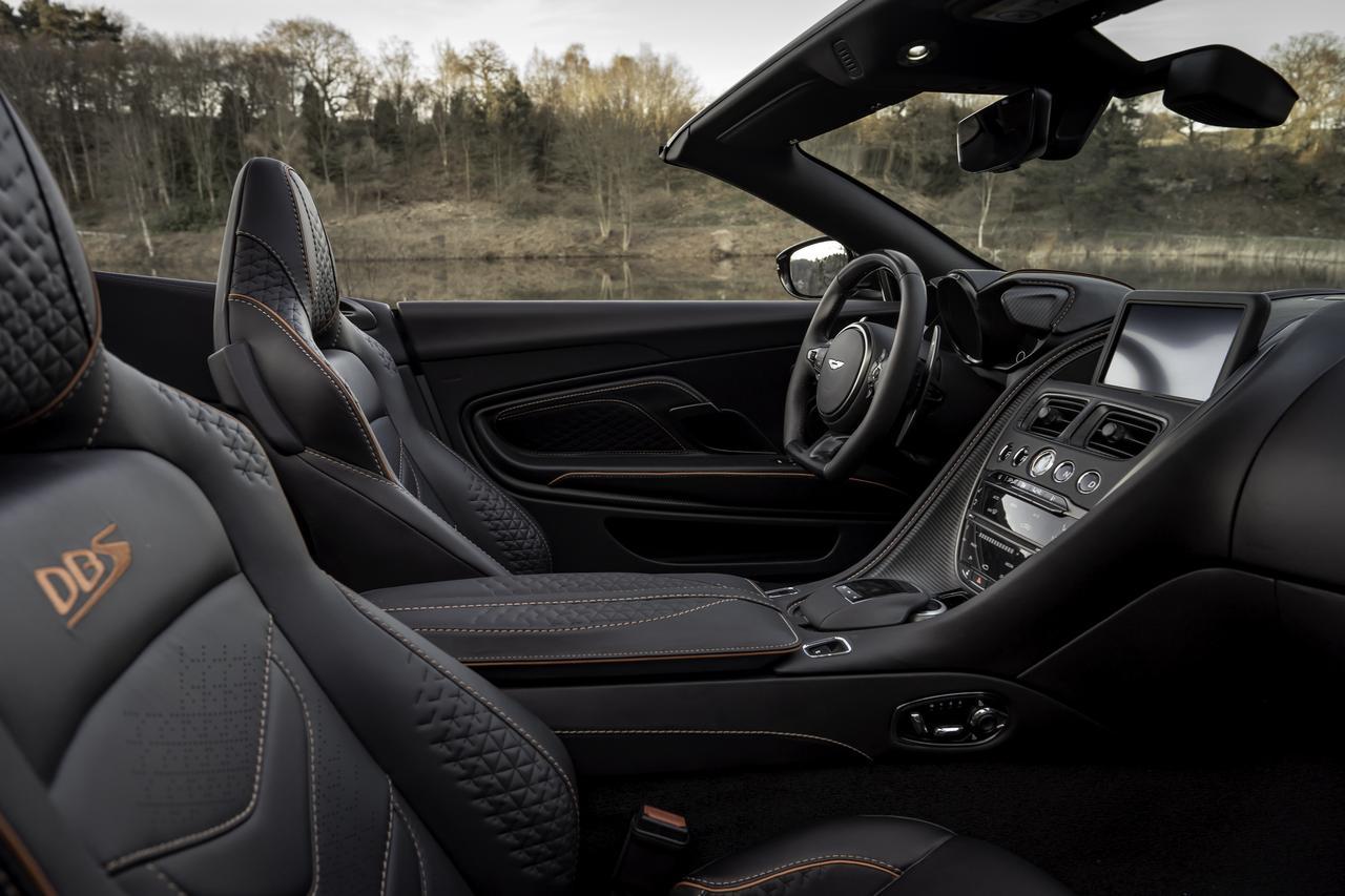 Images : 11番目の画像 - 「アストンマーティン DBS スーパーレッジェーラ ボランテは、V12ツインターボ搭載のオープンカー」のアルバム - Webモーターマガジン
