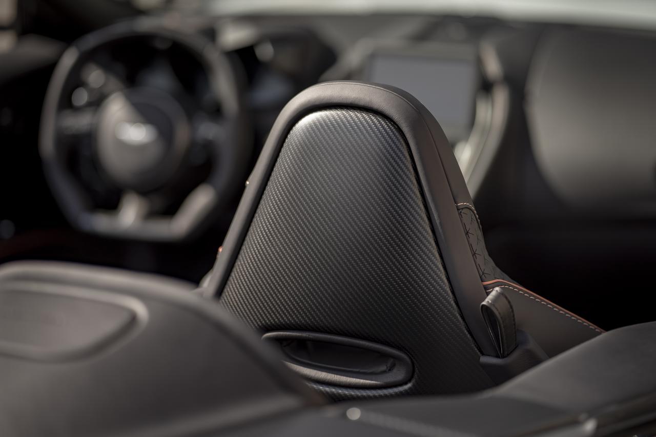 Images : 2番目の画像 - 「アストンマーティン DBS スーパーレッジェーラ ボランテは、V12ツインターボ搭載のオープンカー」のアルバム - Webモーターマガジン