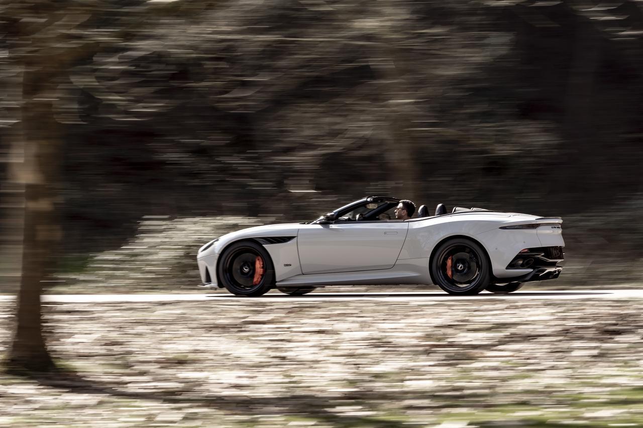 Images : 4番目の画像 - 「アストンマーティン DBS スーパーレッジェーラ ボランテは、V12ツインターボ搭載のオープンカー」のアルバム - Webモーターマガジン