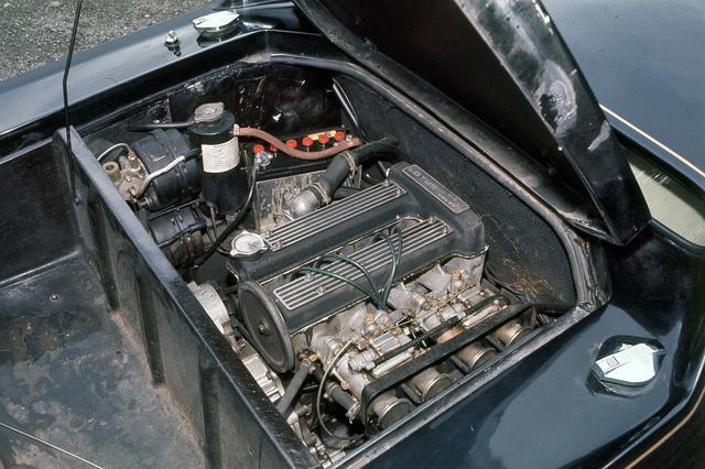 画像: インテークバルブを大型化した通称ビッグバルブと呼ばれるDOHCエンジンは、圧縮比も高められ、最高出力は126psを発生した。