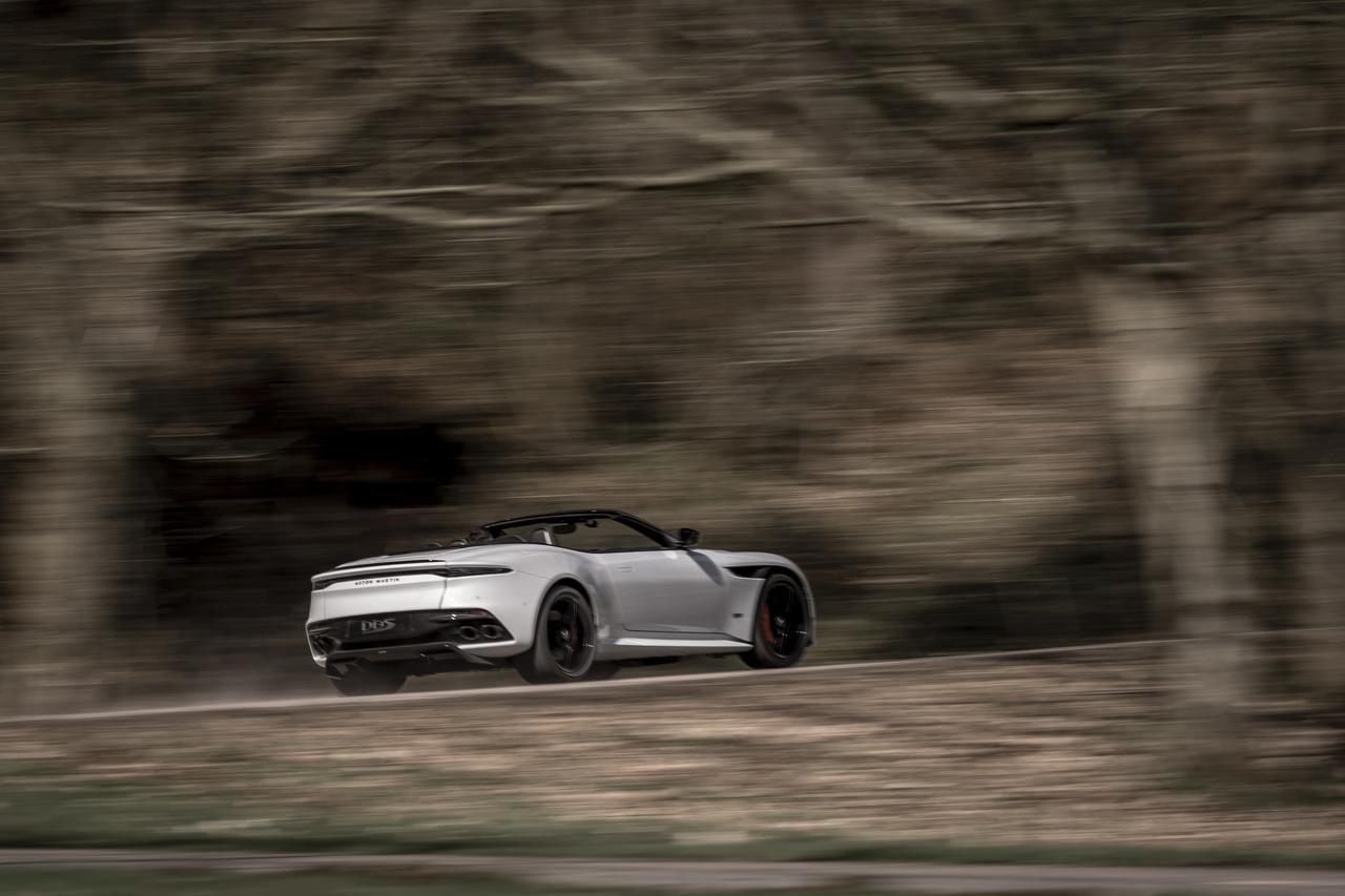 Images : 7番目の画像 - 「アストンマーティン DBS スーパーレッジェーラ ボランテは、V12ツインターボ搭載のオープンカー」のアルバム - Webモーターマガジン