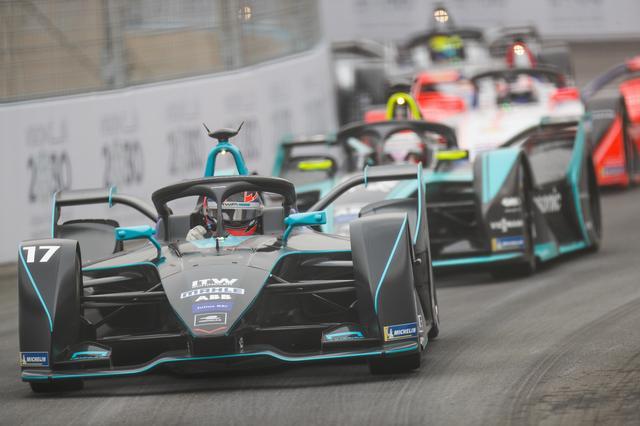 画像: アタックモードはまるでテレビゲームのようなアイデアだが、レースを面白くしているのは間違いない。