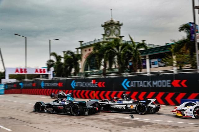 画像: アタックモードを使うためには通常のレーシングラインから外れたところに設置されたアクティベーションゾーンを通過しなければならない。