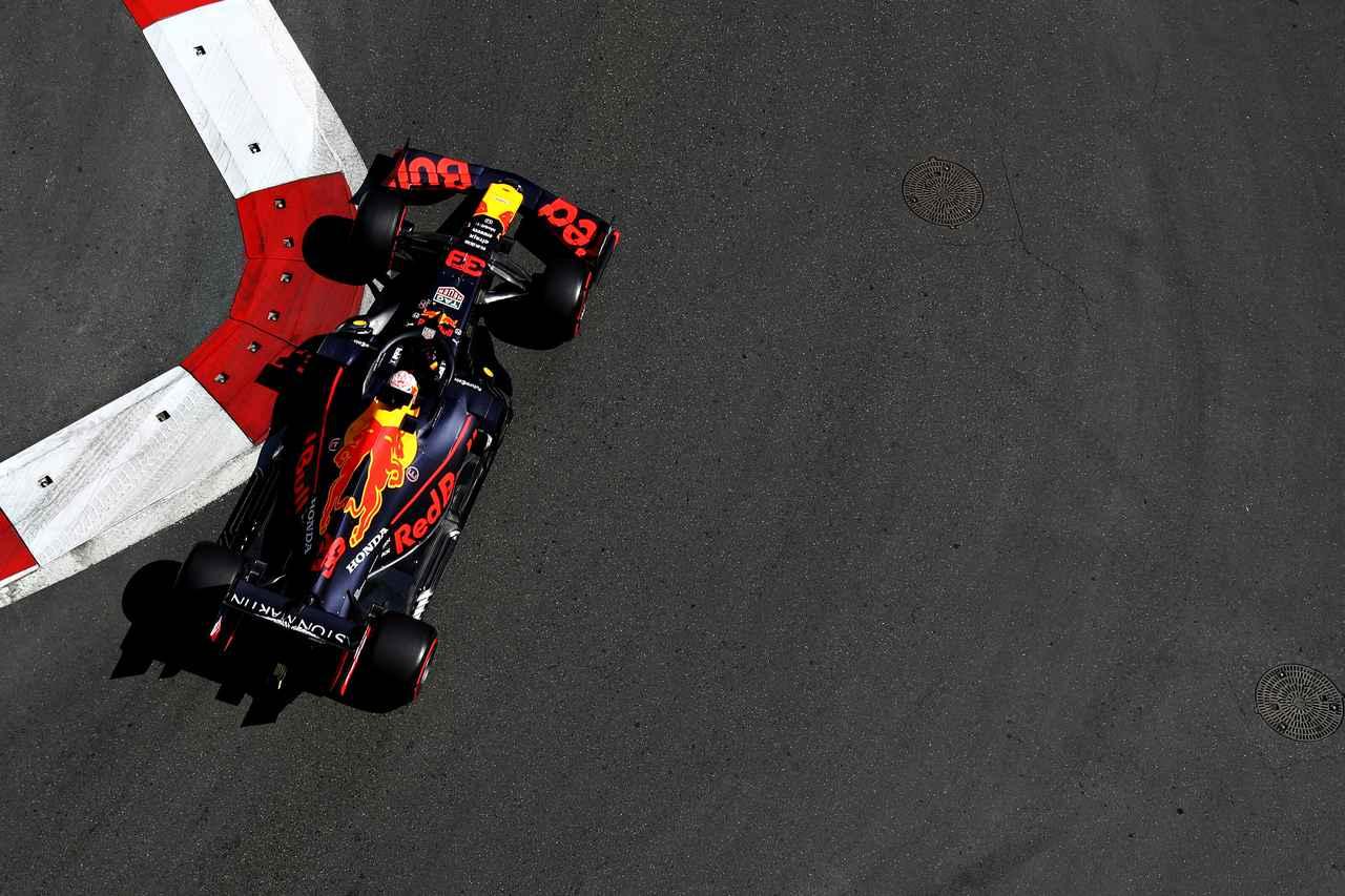 Images : 1番目の画像 - 「F1第4戦アゼルバイジャンGP 予選、メルセデスAMGがフロントロウを独占、レッドブル・ホンダのマックス・フェルスタペンは4位【モータースポーツ】」のアルバム - Webモーターマガジン