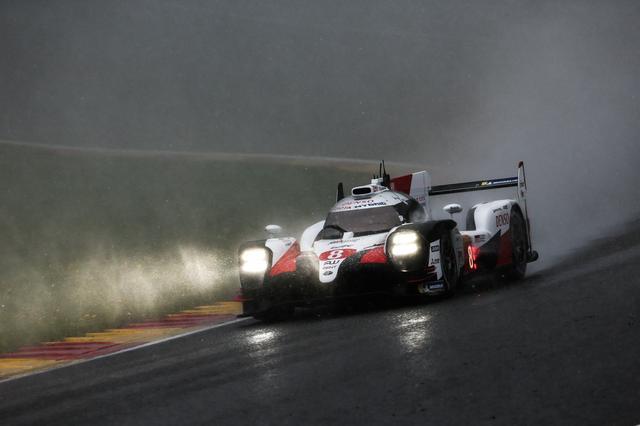 画像: 悪天候の中、優勝を飾ったトヨタTS050 HYBRID 8号車。