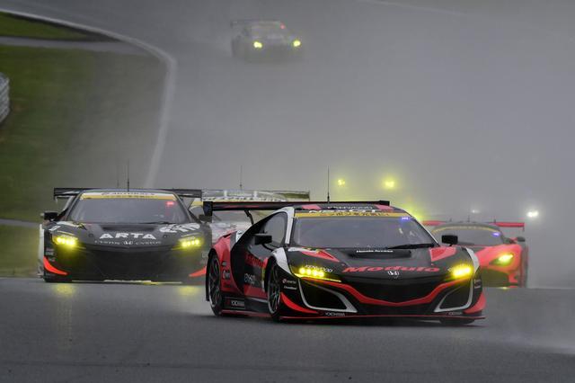 画像3: GAINER TANAX GT-Rが終盤の接戦を逃げ切り勝利!【スーパーGT選手権 Rd02】GT300クラス