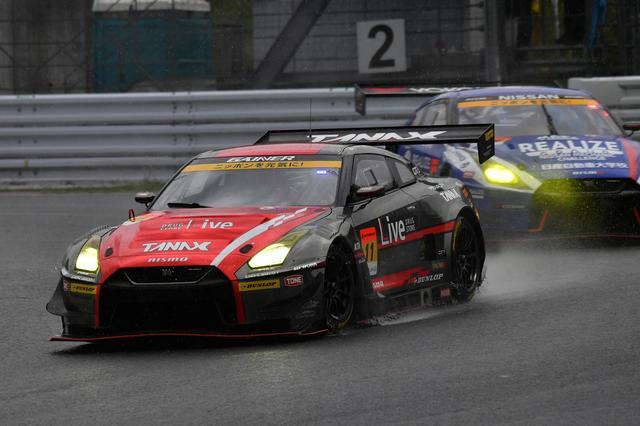 画像2: GAINER TANAX GT-Rが終盤の接戦を逃げ切り勝利!【スーパーGT選手権 Rd02】GT300クラス