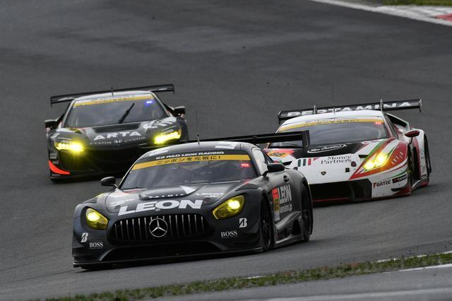 画像4: GAINER TANAX GT-Rが終盤の接戦を逃げ切り勝利!【スーパーGT選手権 Rd02】GT300クラス