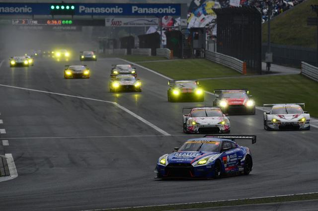 画像1: GAINER TANAX GT-Rが終盤の接戦を逃げ切り勝利!【スーパーGT選手権 Rd02】GT300クラス