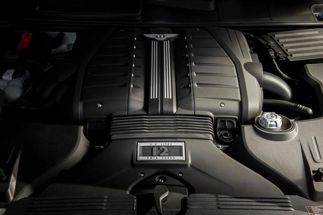 画像: ベントレー ベンテイガ スピードに搭載される6L W12気筒ツインターボエンジンは、635ps/900Nmを発生。