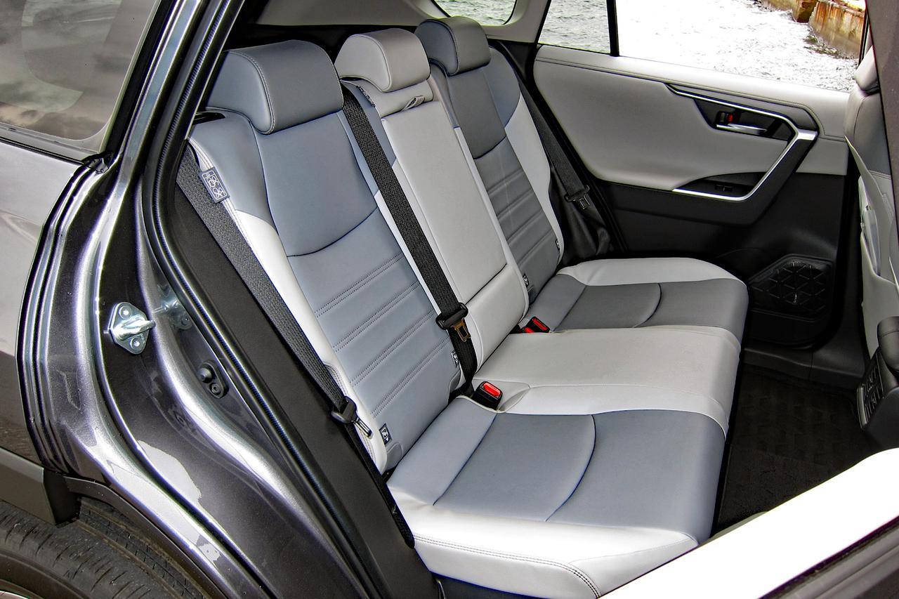 Images : 9番目の画像 - 「【試乗】新型トヨタ RAV4は、アメリカ留学で逞しくなって帰国したSUVか!」のアルバム - Webモーターマガジン