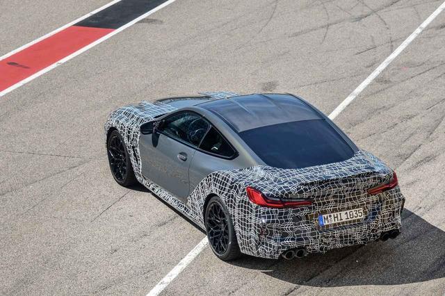 画像: BMW M8クーペ。カーボン製ルーフとなっているが、これは標準なのかオプションなのか、明記されていない。