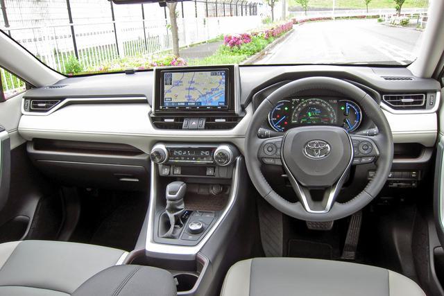 画像: サイズは大きいが目線が高く前方視界は良い。トヨタ車らしくインターフェースの視認性と操作性も高い。