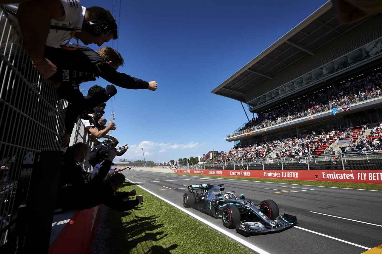 Images : 5番目の画像 - 「F1スペインGP、メルセデスAMGが開幕5連続1-2フィニッシュ、レッドブル・ホンダのフェルスタッペンが3位表彰台【モータースポーツ】」のアルバム - Webモーターマガジン