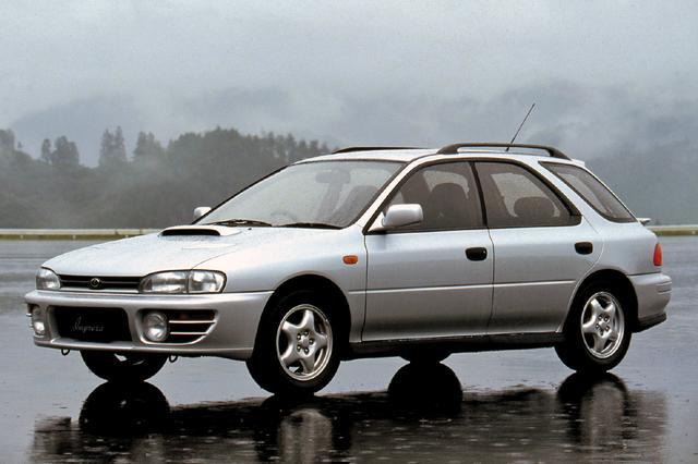 画像: 1993年9月にはスポーツワゴン WRXが追加設定された。こちらには5速MTのほかAT車もラインアップ。