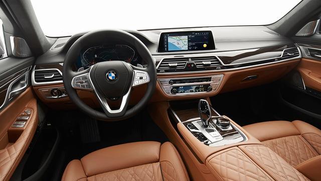画像: BMWインテリジェントパーソナルアシスタントを採用。音声でナビや空調などの操作ができる。