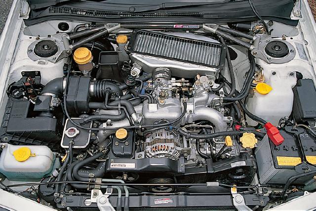画像: エンジンはセダンが275ps/6500rpm、ワゴンは260ps/6500rom仕様を搭載。性格に合わせて出力特性を使い分ける。