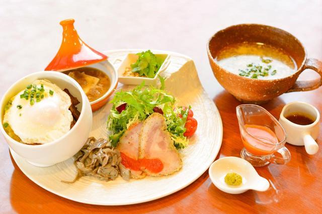 """画像: 「茨城にメロメロ〜素晴らしき茨城の""""食""""に愛を込めて〜」(1200円)。スペイン製の器に、茨城の牛、豚、鶏、舞茸などの素材が並ぶ。"""