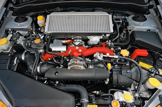 画像: 市販車で1Lあたり150ps以上を発生するEJ20はパワフルだが、もうチューンの限界。新設計エンジンの投入が待たれる。