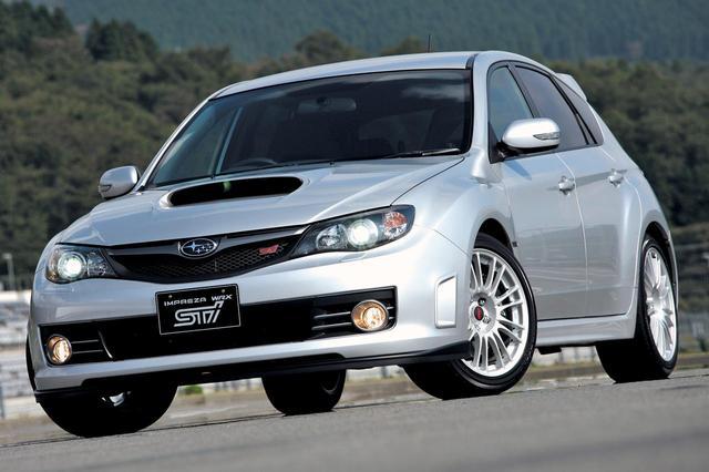 画像: 標準車より55mmワイドな専用ボディを採用。とはいえ、標準車も3ナンバー登録だった。