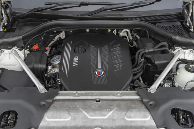 画像: アルピナ製の3L直6ディーゼルツインターボエンジンは333ps、700Nmを発生する。