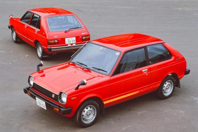 画像: 2代目トヨタ スターレットのデビュー当時丸型だったヘッドライトは、後期型で角型に変更された。