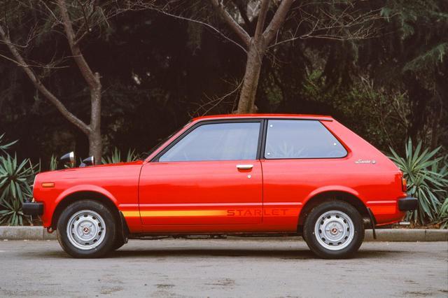 画像: 軽量コンパクトでFR駆動だったトヨタの2代目スターレット(KP61型)。