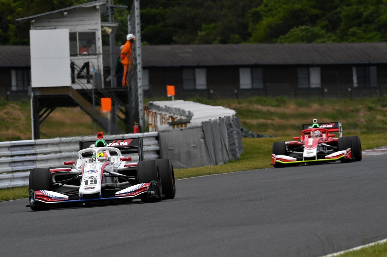 画像5: IMPULの2台は後方からのスタート