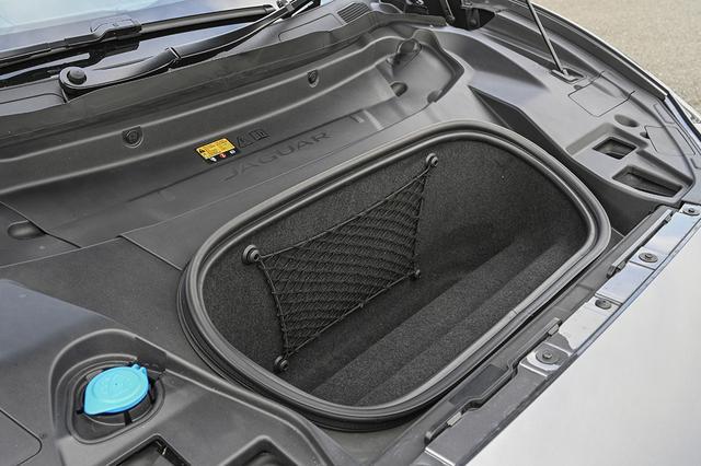 画像: エンジンがないのでフロントフード下に充電ケーブルなどを置くことができる27Lの収納スペースがある。