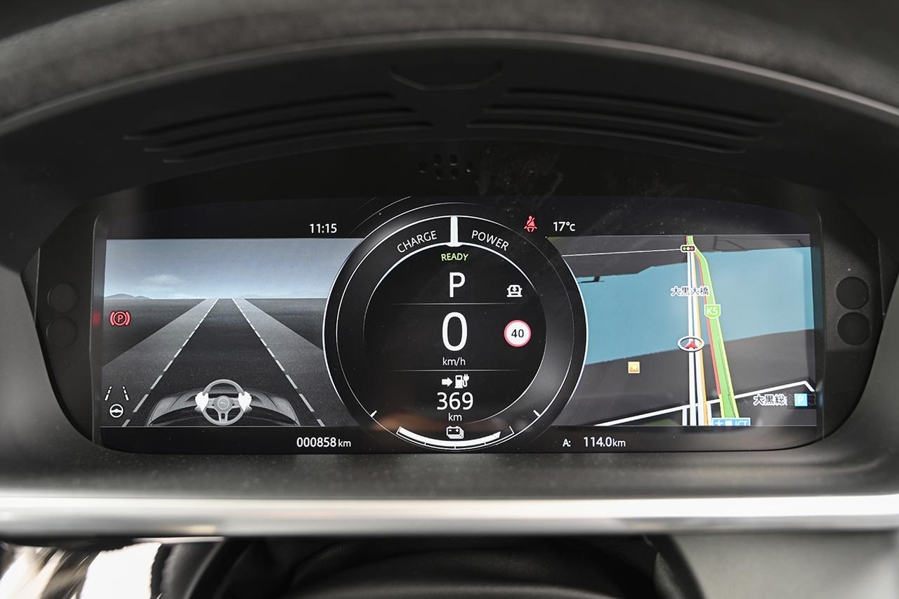 画像: 12.3インチのディスプレイには速度、航続距離、ナビ、セーフティ関連などを表示する。