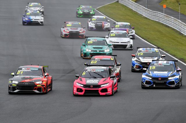 画像1: Audi RS3 LMSの篠原拓朗がポール獲得も・・・