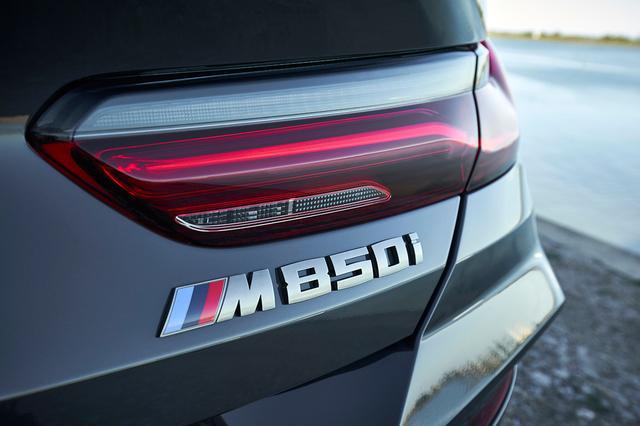 画像1: 【海外試乗】BMW M850i xDriveコンバーチブルは、オープンとクーペのいいとこ取りができるハイパフォーマンスモデルだ