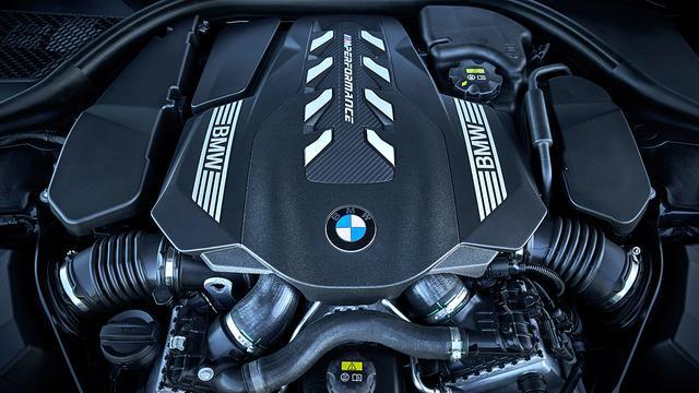 画像: 搭載エンジンは4.4リッターV8DOHCツインターボ。最高出力530ps、最大トルク750Nm。