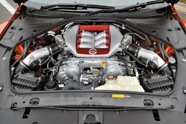 画像: 3.8L V6ツインターボのVR38DETT型を搭載。2017年モデルで大幅改良を実施し、最高出力は570ps、最大トルクは637Nmを発生する。