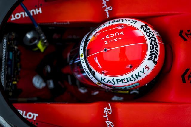 画像: セバスチャン・ヴェッテル(フェラーリ)は特別デザインのヘルメットでモナコに挑む。