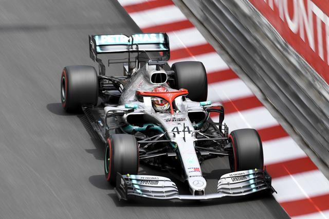 画像: ポールポジションを獲得したのははメルセデスAMGのルイス・ハミルトンだった。