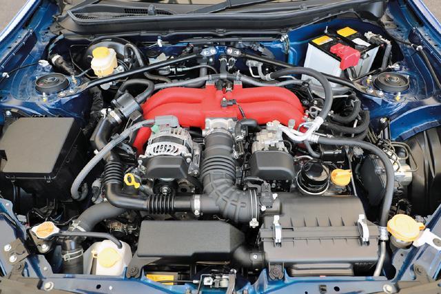 画像: 現行型のMT車のエンジンは207psと212Nmを発生。ファイナルギア比の変更(4.1→4.3)も行われた。