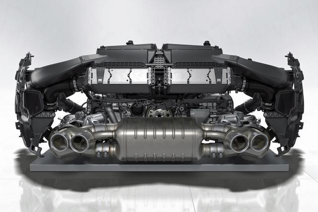 画像: パワーアップした水平対向6気筒ターボエンジン。インタークーラーがエンジンの真上にセットされた。