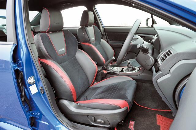 画像: 上質で滑らかな触感とスポーティな雰囲気が魅力の本革シート。運転席10ウエイ&助手席8ウエイのパワーシートとなる。