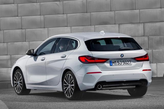 画像: 伝統のL型テールランプは継承される、BMWの新型1シリーズ。