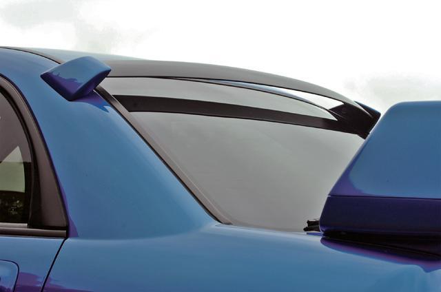 画像: 大型リアスポイラーに加え、ルーフエンドに装着されるルーフベーン。ダウンフォースに大きな効果がある。
