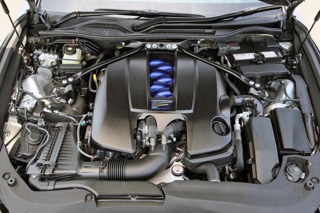 画像: 5L V8の2UR-GSEは2019年5月のマイナーチェンジで481ps/535Nmにパワーアップし、アクセルレスポンスも向上している。