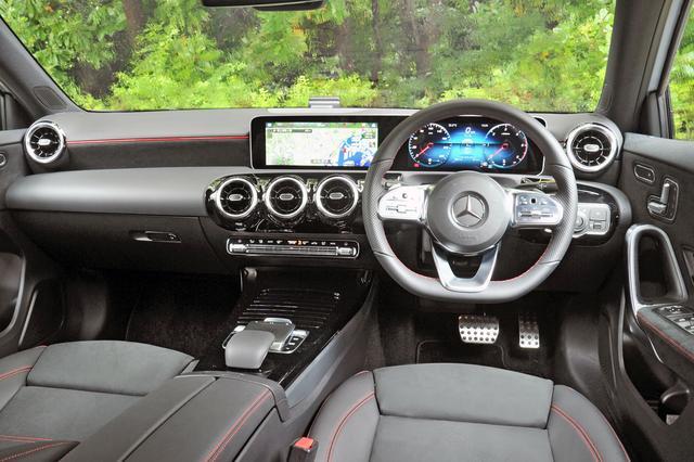 画像: インテリアもタコメーターの表示以外はガソリンエンジン搭載車と変わらない。