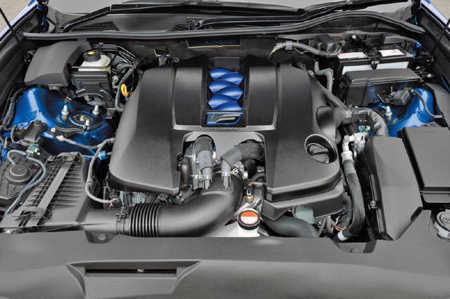 画像: 5LのV8エンジンは組み立て後に一基ずつ回転バランを調整し、自然吸気ならではのリニア感やレスポンスの良さを味わえる。