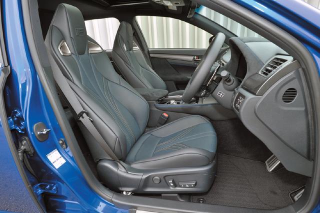 画像: RC Fと同様にヘッドレスト一体型のスポーツシートを採用。カラーは写真のブラックのほか、4色から選ぶことができる。
